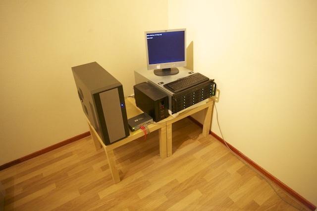 http://louwrentius.com/static/images/setup01-small.jpg